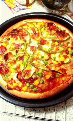 金枪鱼培根蔬菜披萨