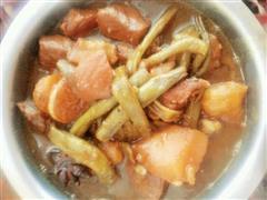 红烧肉炖豆角土豆