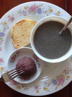 营养早餐4 香脆馒头片配红豆泥+黑芝麻糊