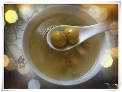 节日餐桌上的汤水-猪肚煲鸡汤