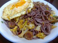 辣白菜紫薯炒面