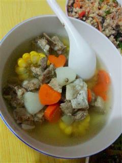 山药胡萝卜玉米排骨汤