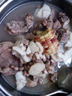 淮山玉米花生排骨汤