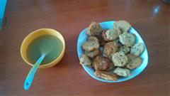 芹菜汁加芹菜煎饼