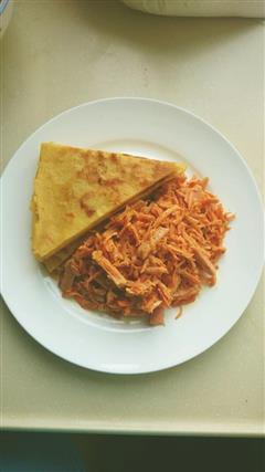 鸡蛋饼+胡萝卜沙拉