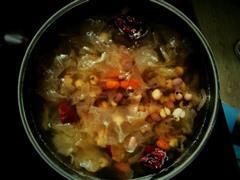 薏仁红豆银耳汤