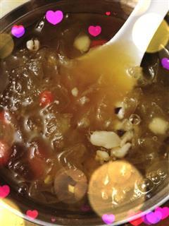 炒鸡美白养颜的网传银耳汤