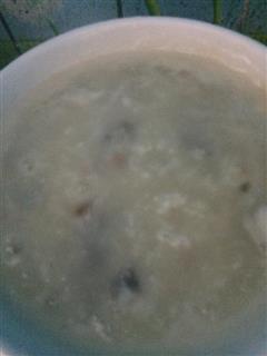 砂锅皮蛋瘦肉粥