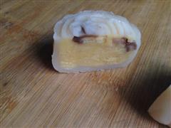 奶黄栗子馅冰皮月饼