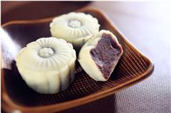 红豆沙冰皮月饼