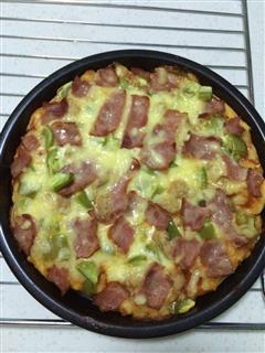 美味香肠培根披萨