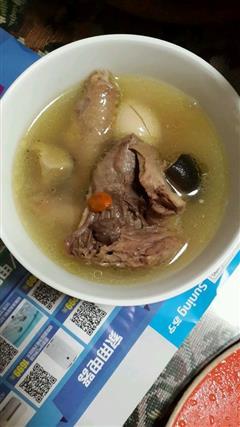 香菇咸肉枸杞鸽子汤