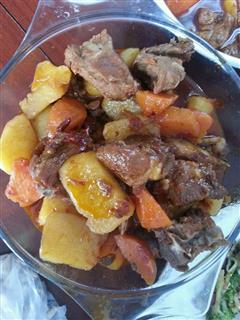 简单美味的土豆红烧排骨