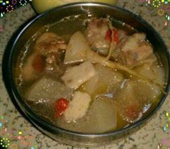 初冬萝卜块排骨汤