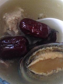 海椰皇红枣鲍鱼排骨汤