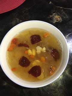 桂圆红枣枸杞莲子银耳汤
