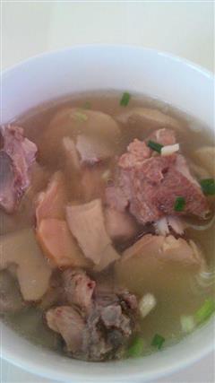 蘑菇排骨汤