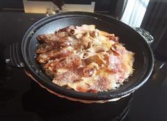 食肉龙-腊肠咸肉大小肠煲仔饭