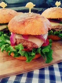 胡萝卜奇亚籽牛肉汉堡-也许是最健康的汉堡