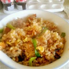 香肠鸡蛋酱油炒饭