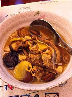 虫草花菌菇排骨汤