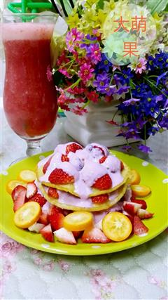 草莓鸡蛋煎饼酸奶塔