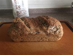烤制黑麦全麦面包