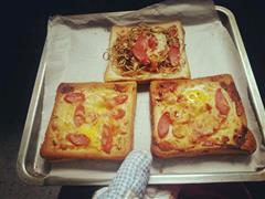 窝蛋披萨+炒面披萨