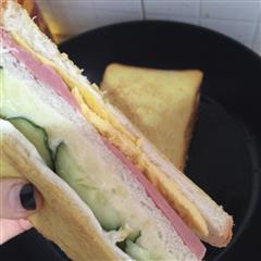 黄瓜土豆泥火腿蛋三明治