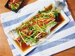 餐桌上必不可少的一道家常菜-清蒸鲈鱼
