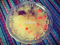 红枣桂圆枸杞银耳汤
