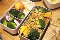 咖喱蔬菜鸡肉炒面