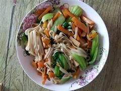 胡萝卜油菜火腿炒面