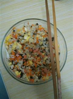 胡萝卜木耳鸡蛋炒饭