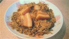 梅菜笋干红烧肉
