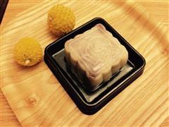 红豆沙玫瑰冰皮月饼