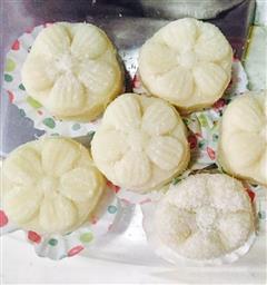 椰丝榴莲冰皮月饼