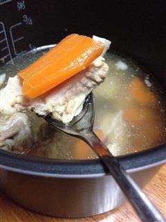 学生寝室电饭锅-胡萝卜炖排骨汤