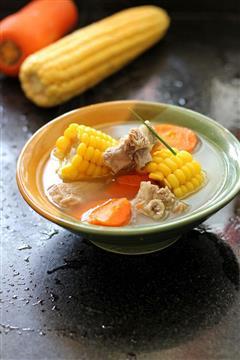 靓汤润秋燥-玉米排骨汤