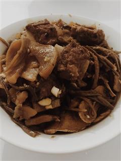 铁锅炖排骨-没来过东北你也可以吃到的东北味道