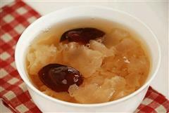 红枣冰糖银耳汤