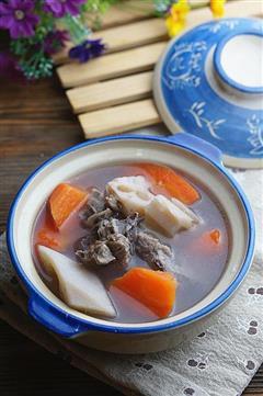 胡萝卜莲藕排骨汤