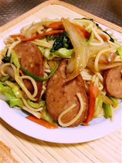 红肠蔬菜炒面