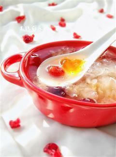 蔓越莓桃胶银耳汤