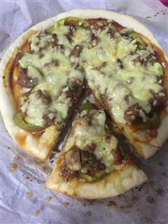简单的黑椒鸡腿肉披萨