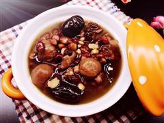红枣薏米桂圆银耳汤