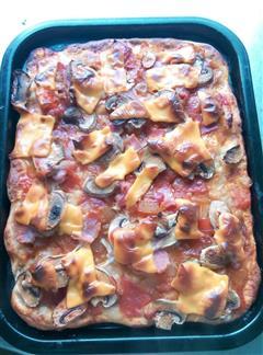 培根蘑菇配番茄洋葱浓汁披萨