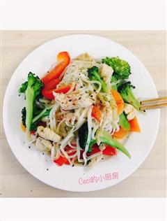 鸡肉蔬菜炒面