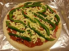 青椒萨拉米肠披萨