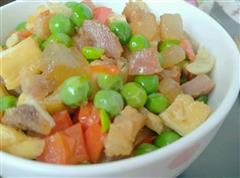 豌豆豆丁炒腊肉